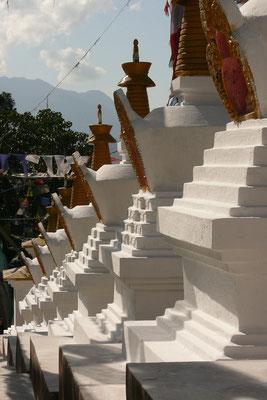 Stupa's bij Nammo Bouddha