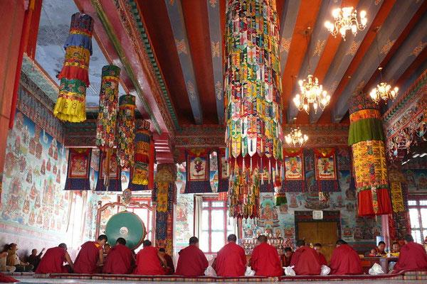 Puja in het Shechen klooster