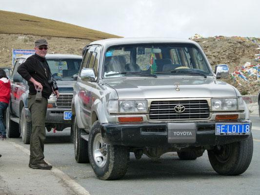 Met deze Toyota Landcruiser hebben we ons in Tibet verplaatst.