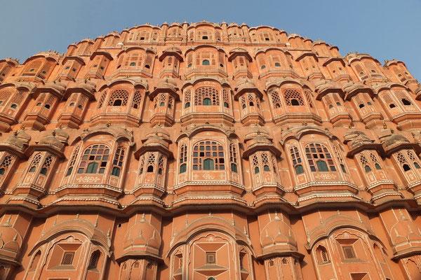 De voorkant van de Hawa Mahal in Jajpur
