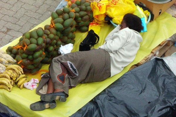 Deze vrouw probeert slapend rijk te worden.