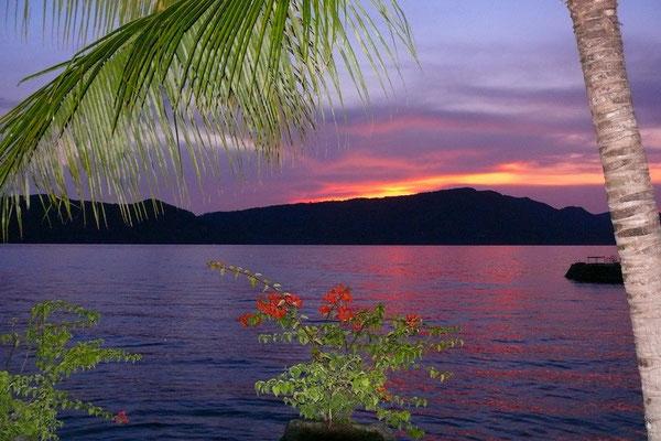 Zonsopkomst op het Toba meer vanaf Samosir