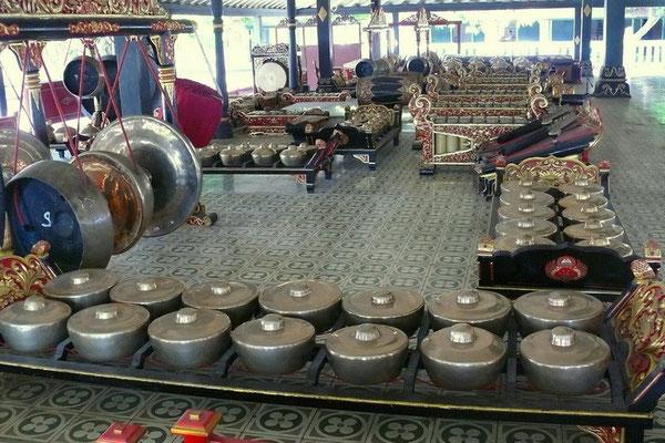 Een gamalan orkest in het kraton van Djokjakarta