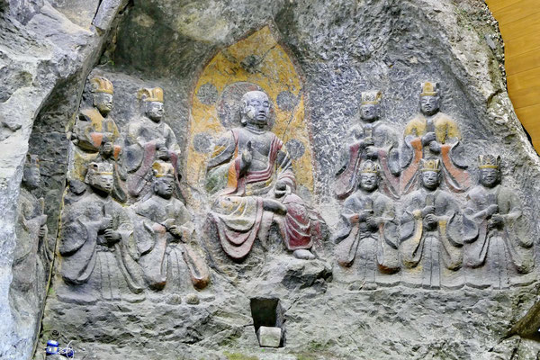 De stenen boeddha's van Usuki