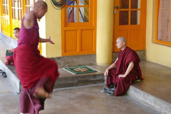 Debaterende monniken.