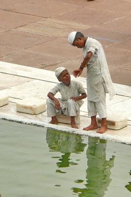 2 jongens in de Jama Masjid