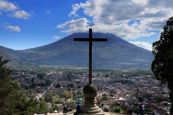Uitzicht over Antigua vanaf Cerro de la Cruz