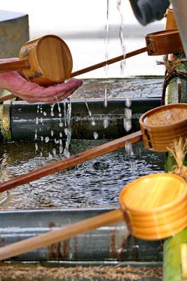 Handjes wassen bij de shinto tempel