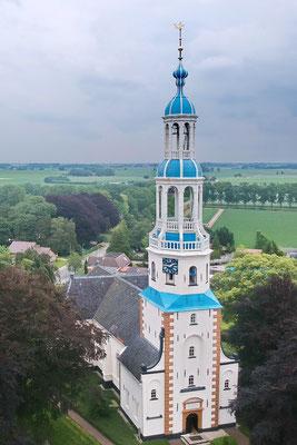 De prachtige kerk van Uithuizermeeden vanuit de lucht. Was wel even lastig om de drone op zijn zij te laten vliegen, maar het resultaat stelt niet teleur 😊.