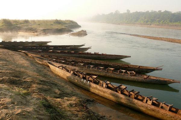 Dhurka's aan de oever van de Rapti rivier
