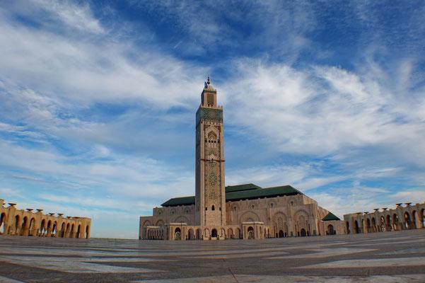 Hassan II moskee, met de 200 meter hoge minaret is dit het hoogste religieuze gebouw ter wereld.