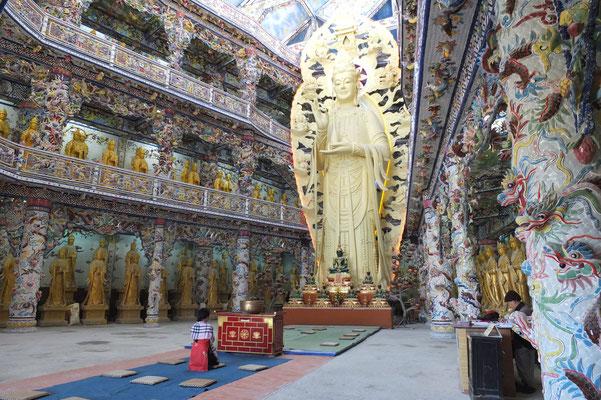 Een negen meter hoge Guan Yin (de godin van troost en genade)