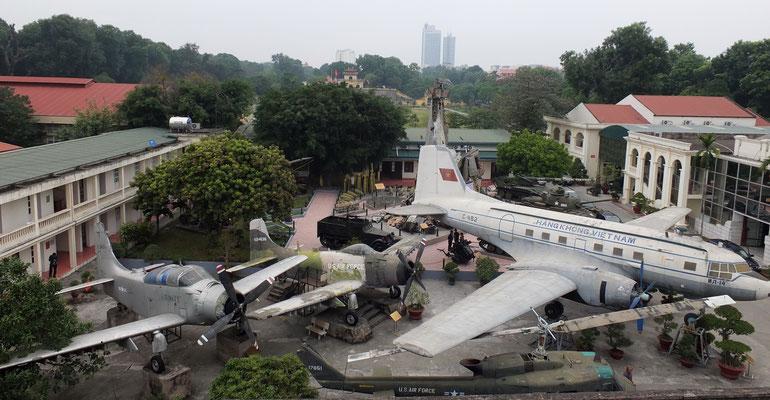 In het militair museum zijn veel herinneringen aan de oorlog.