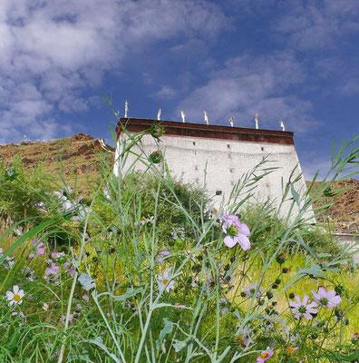 De Thanka muur van Shigatse
