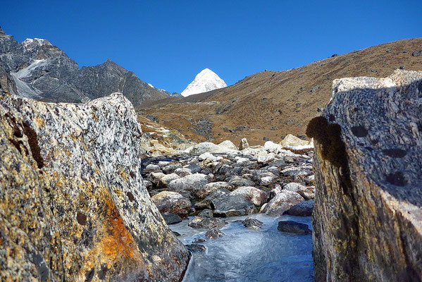 De Pumo Ri (7138 m.) komt in zicht.