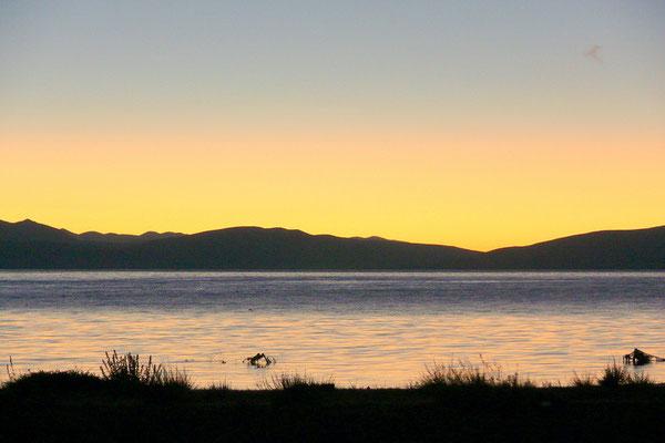 Het manasarovar meer bij zonsopkomst