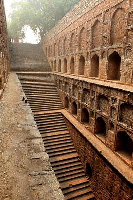 """Een """"stepwell"""" in Delhi"""