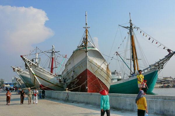 De haven van Jakarta