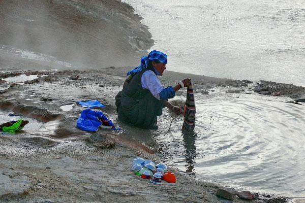 De hete was en de vaat doen in de Tagejia geiser