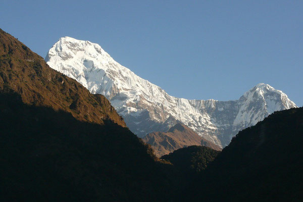 Annapurna South (7219 m.) en Hiunchuli (6441 m.)