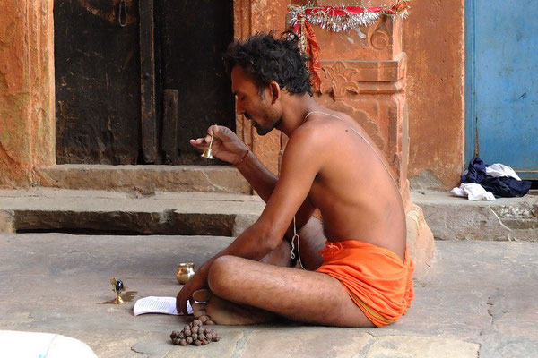 Biddende Brahmaan.