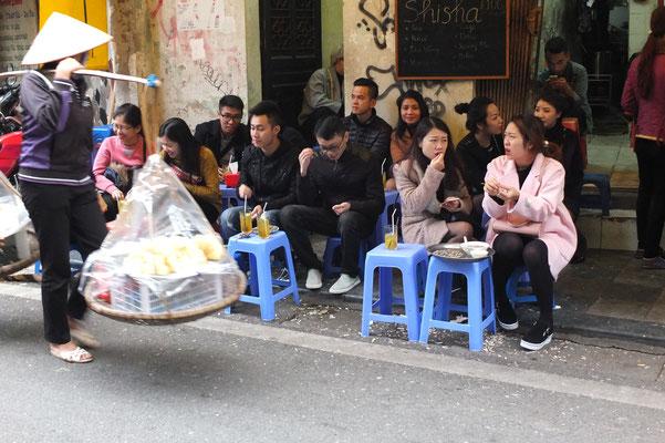Vietnamezen eten graag op straat.