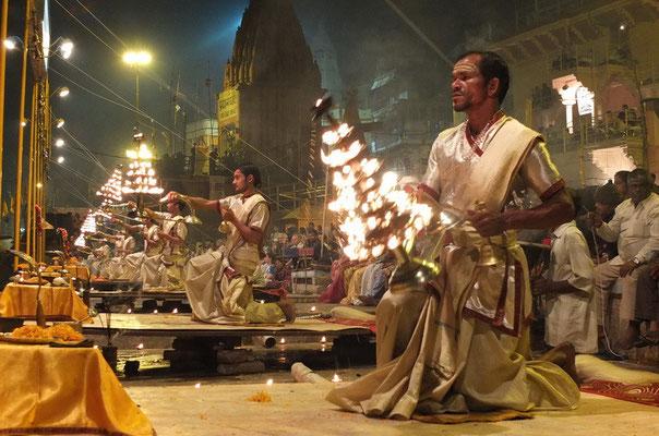 De lichtceremonie aan de Ganges