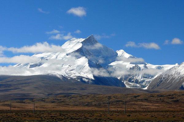 De Shismapanga (8021m) is de enige berg van meer dan 8000 die volledig op Tibetaans grondgebied staat.