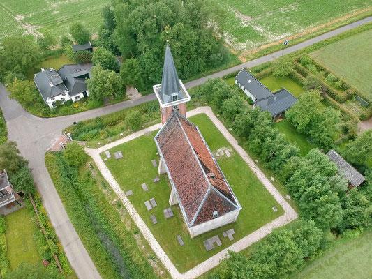 Het kerkje van Saaxumhuizen.