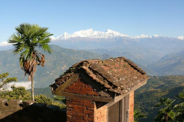 Uitzicht op de Ganesh Himal en de Manaslu (8156 m.)