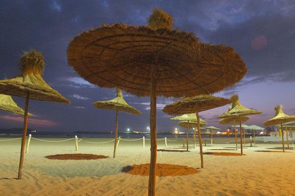 Het strand bij nacht
