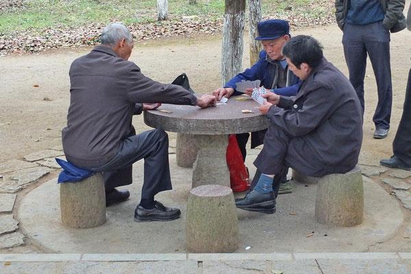 Kaarten in het park van Yangshuo.