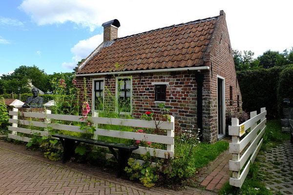 Het kleinste huisje van Rottum (en misschien van Nederland)