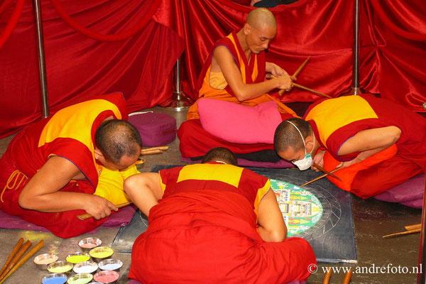 De puja van de laatste dag van het maken van de mandala