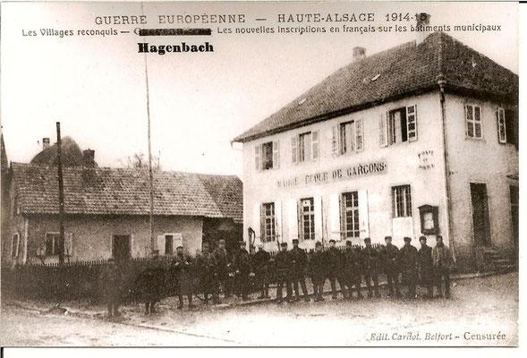 1914 Militaires devant la Mairie-Ecole
