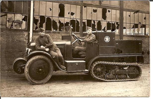 1940 Militaires devant la tuilerie