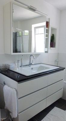 Badezimmer Schreiner Waschtisch weiß