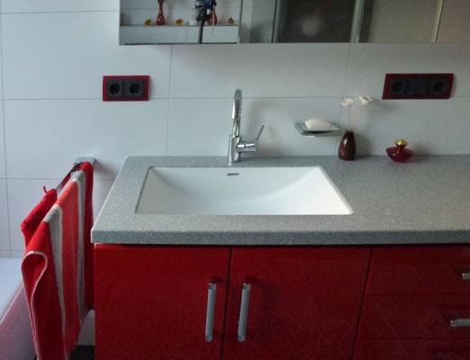Badezimmer rot Schreiner Waschtisch