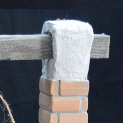 Het opzetstukjes is gemaakt van karton en bekleed met kneedbeton (verkrijgbaar in de webshop)