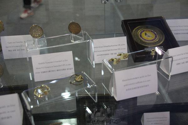 Broschen, Ringe, Medaillen