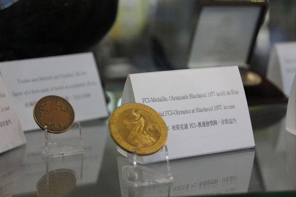 Medaillen von Nationalflügen oder Brieftauben-Olympiaden interessierten die Besucher.