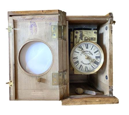Innenansicht der Schlenker-Grusen aus 1904, unten liegt der Uhrenschlüssel