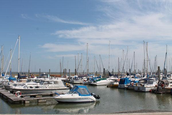 Der Yachthafen von Dornumersiel