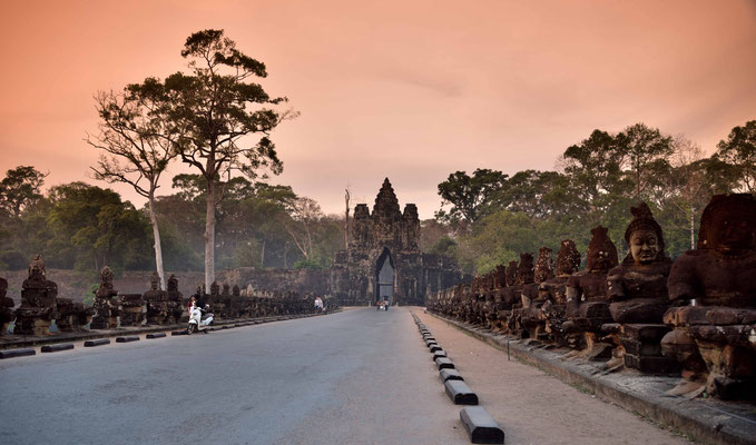 Das Süd Tor zu Angkor Thom im Abendlicht