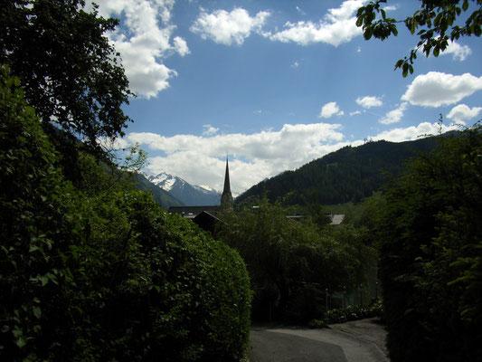 Blick über die Kirchturmspitze von Bruck