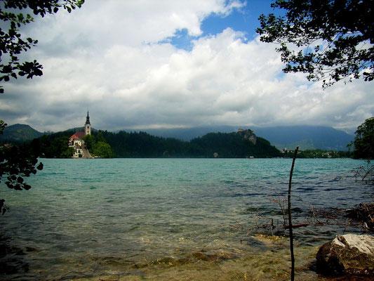 Blick auf die berühmte Insel mit der Kirche