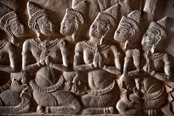 Wandrelief in der Galerie von Angkor Wat
