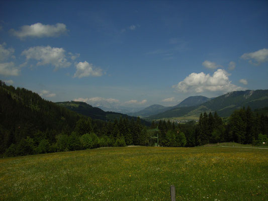 Frühlingslandschaft in den Bergen