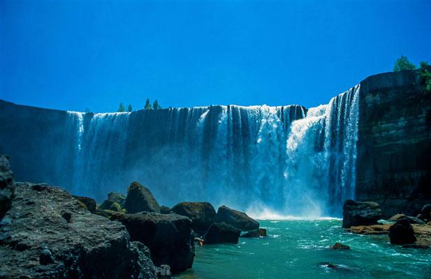 """In Los Angeles ist der höchste Wasserfall Chiles, der """" Salto del Laja""""."""