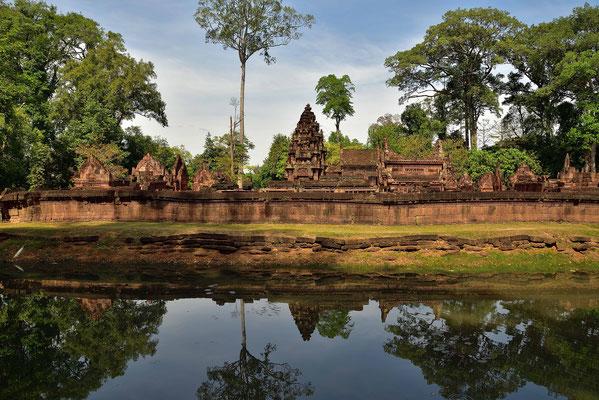 Anblick von Banteay Srei mit dem Wassergraben